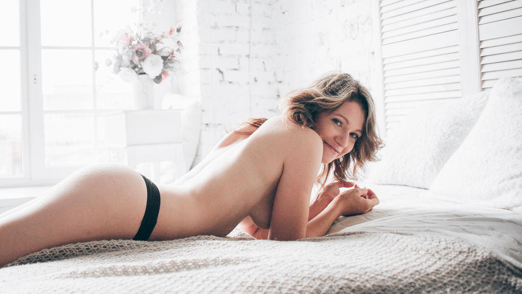 ChloeGonnaSquirt live sexchat picture