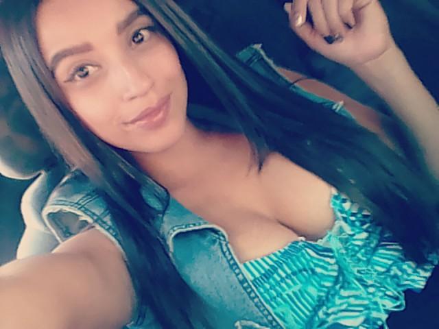 MayaRiviera live sexchat picture
