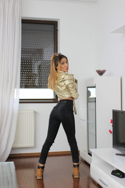 aarina12 live sexchat picture