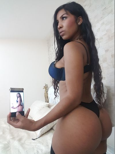 NahomyWellss live sexchat picture