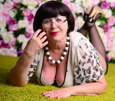 NaughtyMOM4uX live sexchat picture