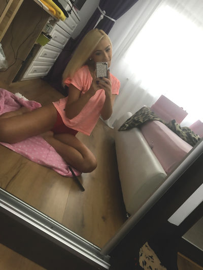 SensualeBrunette live sexchat picture