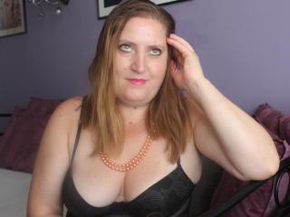 PleasureMilf live sexchat picture
