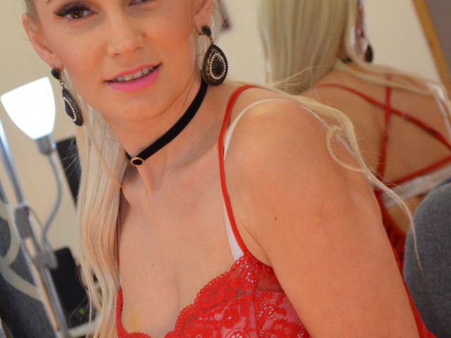 xCharlize live sexchat picture