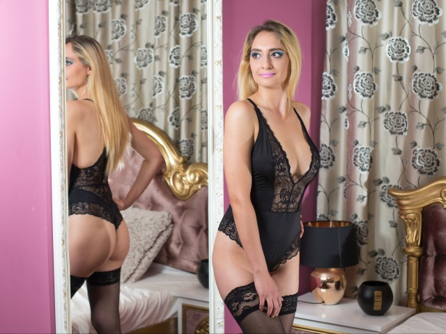 NikkiWhite live sexchat picture