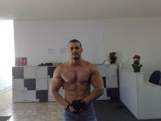 SexyMuscleBoy live sexchat picture